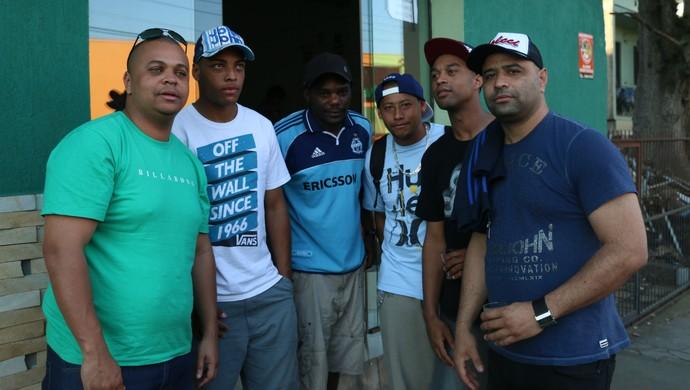 Amigos negros de Patrícia Moreira defendem e não crêem em racismo  (Foto: Diego Guichard)