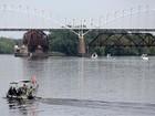 Polícia procura bebê depois de pai se atirar de ponte nos EUA