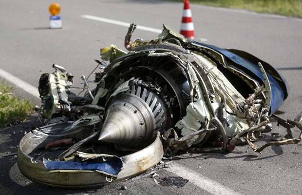 Destroços do avião são vistos após acidente aéreo na Alemanha (Foto: Ina Fassbender/Reuters)