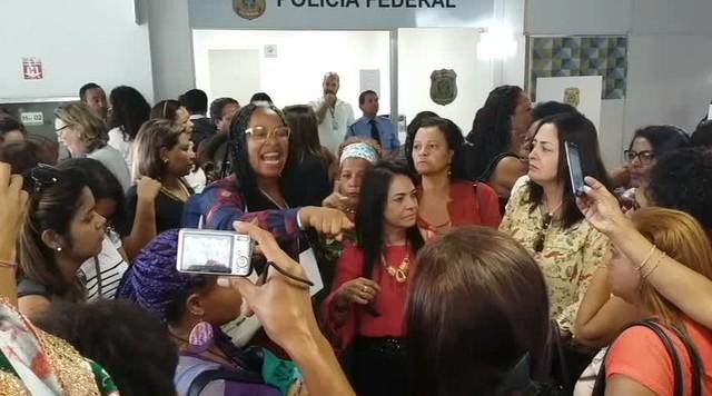 Mulheres se queixam por ter de depor por se manifestarem em avião contra impeachment