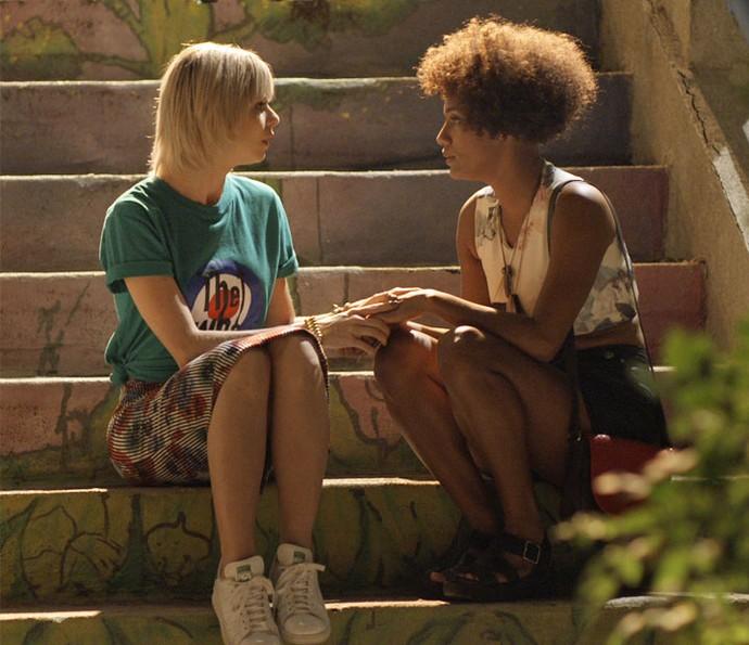 As duas conversam e conseguem se entender (Foto: TV Globo)