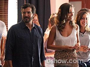 Virgílio e Bárbara admiram os alunos (Foto: Carol Caminha / TV Globo)