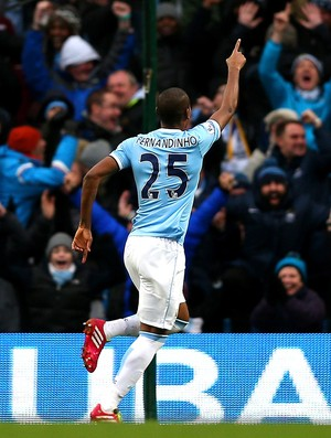 Fernandinho comemora, Manchester City x Arsenal (Foto: Getty Images)
