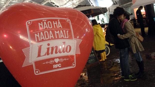 RPC distribui corações na Parada Truck, na Pedreira Paulo Leminski (Foto: Divulgação/RPC)