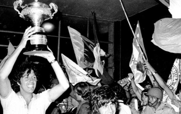 Coritiba comemora o título do Torneio do Povo, em 1973 (Foto: Arquivo / Divulgação Coritiba)