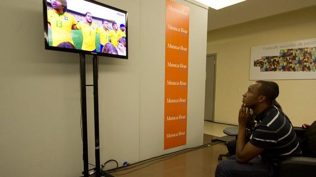 MBAV  03 junho thiaguinho assiste jogo (Foto: Andr Bittencourt)