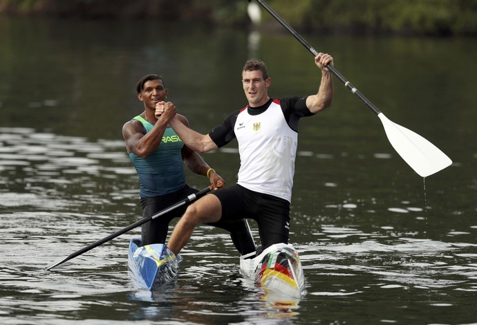 Sebastian Brendel e Isaquias Queiroz canoagem (Foto: Reuters)