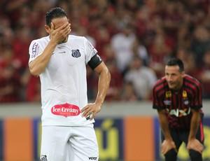 Ricardo Oliveira Santos perde pênalti Atlético-PR (Foto: Giuliano Gomes / PR PRESS)
