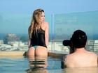 Ex-BBB Ana Carolina posa sensual após depressão: 'Como uma fênix'