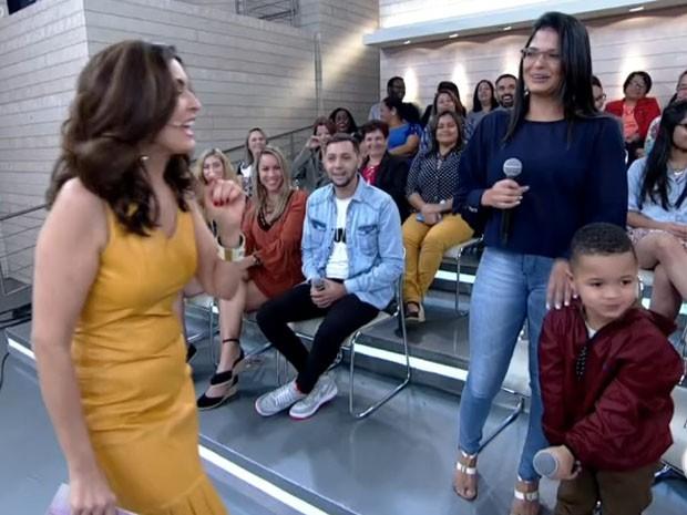 Tatá Carvalho, Diogo, Encontro com Fátima Bernardes, flores (Foto: Reprodução/TV Globo)