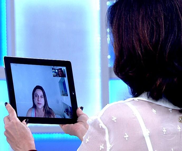 Fátima conversa com a futura mamãe pela internet (Foto: TV Globo)