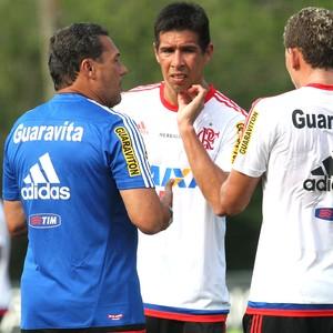 Luxemburgo, Caceres e Jonas Treino Flamengo (Foto: Gilvan de Souza / Flamengo)