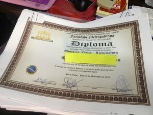 Diplomas de vários recém-formados dos cursos da Fimca aguardam registro  (Foto: Vanessa Vasconcelos/G1)