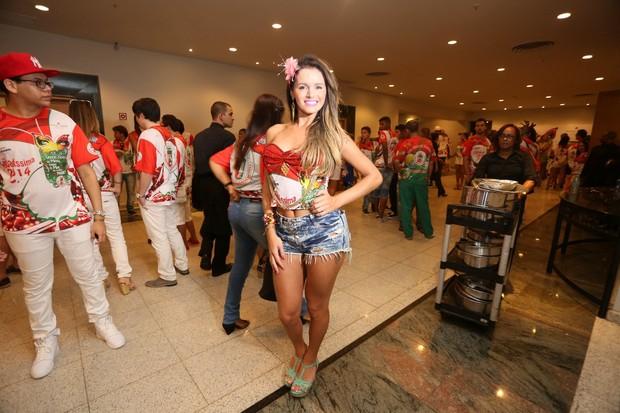 Thalita Zampirolli, ex de Romário, em feijoada da Grande Rio (Foto: Gil Rodrigues/PhotoRio News)