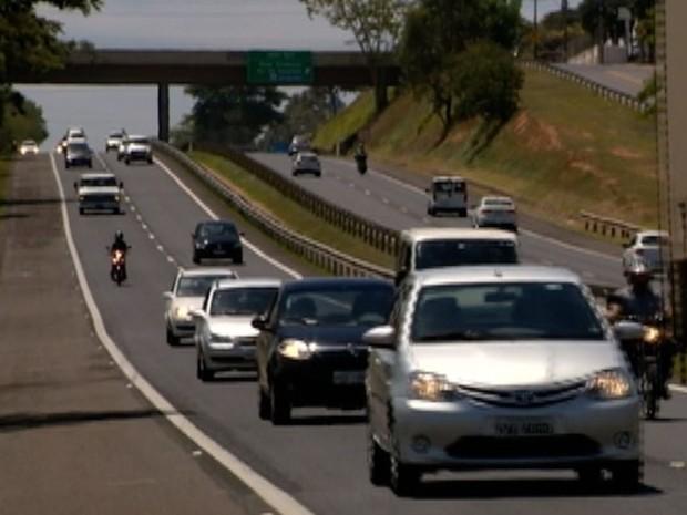 Motoristas estão mais conscientes quanto à lei do farol aceso em rodovias (Foto: Reprodução/TV Fronteira)