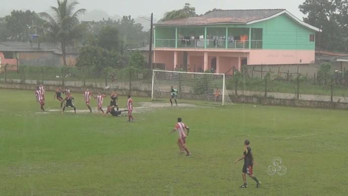 Com apoio da torcida, time indígena vence o torneio Cidade de Oiapoque, no AP (Foto: Reprodução/TV Amapá)