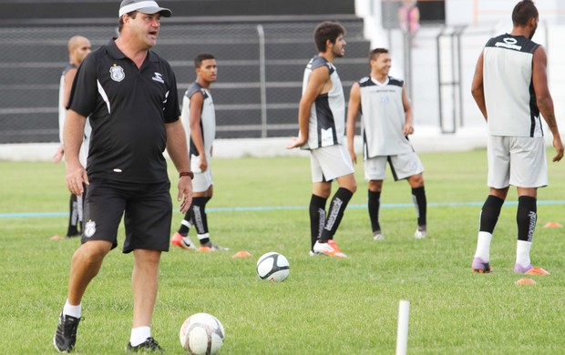 Vica treina o Treze no Estádio Presidente Vargas (Foto: Magnus Menezes / Jornal da Paraíba)