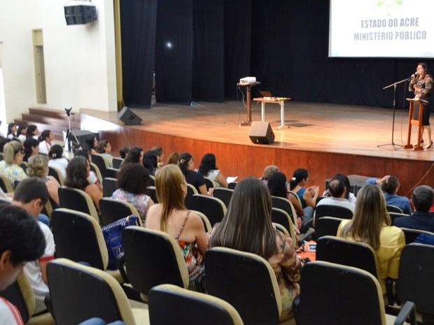 Comunidade também participou de audiência pública em Cruzeiro do Sul (Foto: Genival Moura/G1)