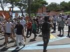 Manifestantes fazem passeata na Pampulha contra obra de hotéis