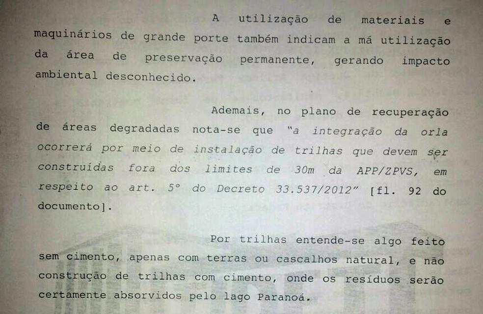 Trecho de decisão judicial que suspende obras na orla do Lago Paranoá (Foto: Reprodução)