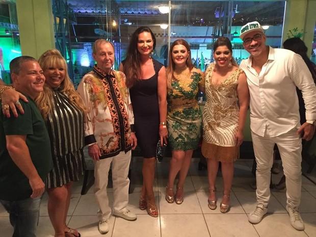 Luiza Brunet posa com a diretoria da Imperatriz Leopoldinense (Foto: Reprodução/Instagram)
