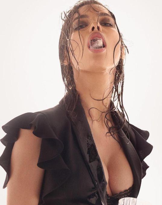 Irina Shayk super ultra sexy na campanha da Alberta Ferretti  (Foto: Divulgação)
