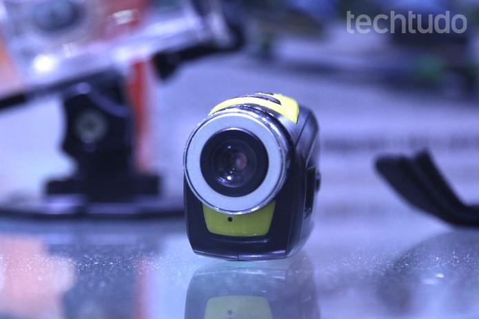 Filmadora Sport Mini, da NewLink, tem apenas 3 cm de altura (Foto: Nicolly Vimercate/TechTudo)