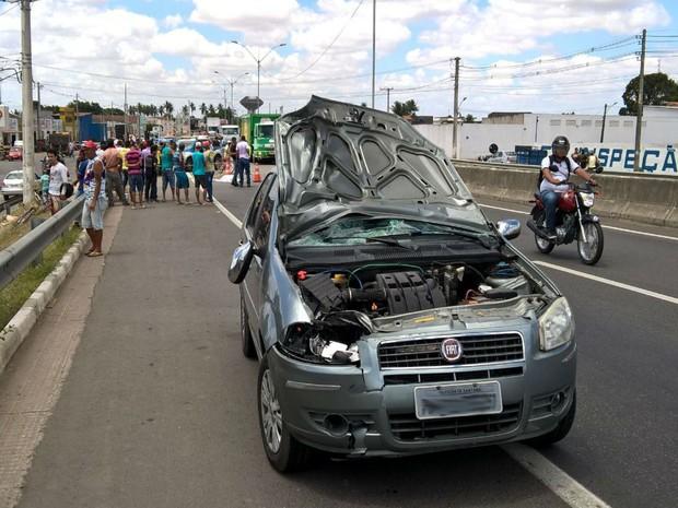 Motorista do carro se apresentou para PRF e vai prestar depoimento para polícia  (Foto: Ed Santos/Acorda Cidade)