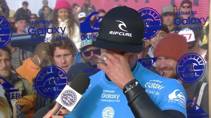 Após título na etapa da França, Gabriel Medina se emocionou ao lembrar do avô (Foto: Reprodução)