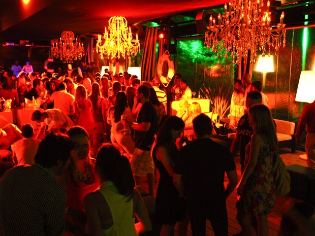 Festas nos beach clubs de Jurerê Internacional são conhecidas pelo luxo. (Foto: David Collaço/Reprodução)