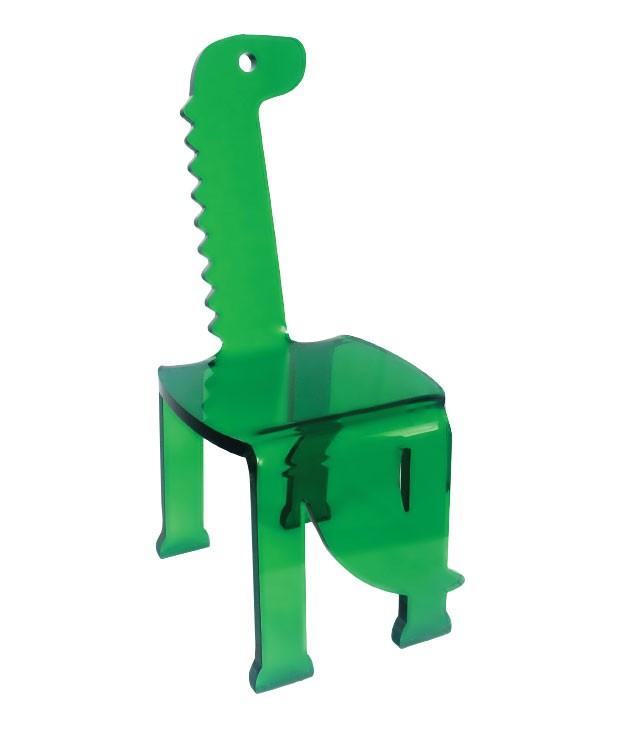 8.  De volta ao passado | O banco de acrílico assinado pelo designer Bruno Hanna vai fazer seu filho embarcar no mundo dos dinossauros. Mais do que ser usado para a criança sentar, desenhar e se divertir, ele é um objeto de decoração. Apê Store, R$ 760. M (Foto: Divulgação)