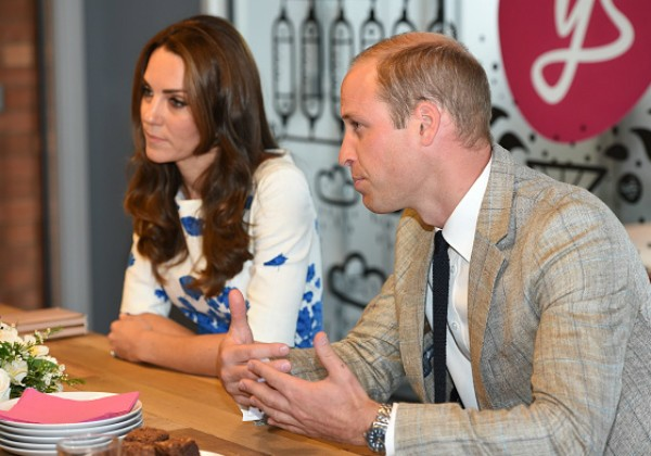 William e Kate Middleton durante compromissos em Luton, Ingaterra (Foto: Getty Images)