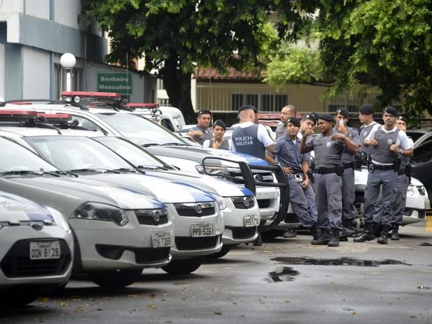 Viaturas ficam paradas dentro de batalhões (Foto: Bernardo Coutinho / A Gazeta)