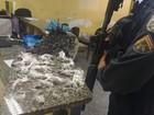 PM apreende maconha e cocaína na Nova Holanda, em Macaé, no RJ
