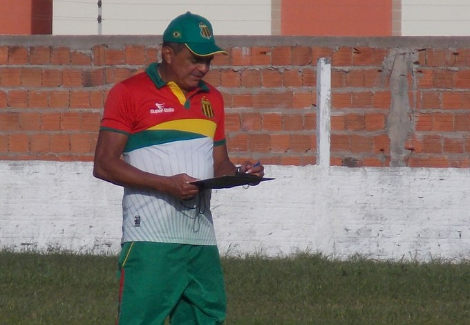 Flávio Araújo - técnico Sampaio (Foto: Bruno Alves)