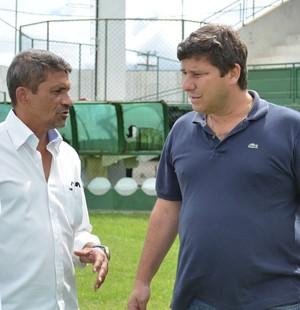 Alfredo Gonçalves, secretário de esportes de Cabo Frio, no Estádio Correão (Foto: Andreia Maciel)