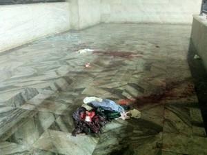 Bastante sangue foi derramado no protesto (Foto: Daniel Silveira / G1)