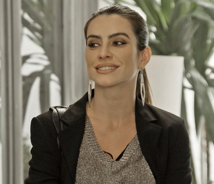 Tamara não esconde a satisfação ao ter notícias de Apolo (Foto: TV Globo)