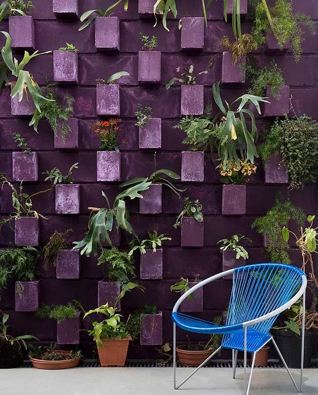 jardim-vertical-suspenso-blocos-de-concreto-arquitetas-Mariana-Guardani-Mariana-Andersen-Casa-14-Arquitetura (Foto: Maíra Acayaba/Editora Globo)