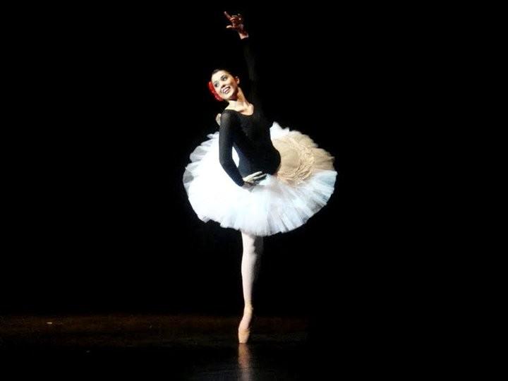 Bailarina Luana Assis interpreta Valsa dos Ventos, em Coppélia (Foto: Divulgação)