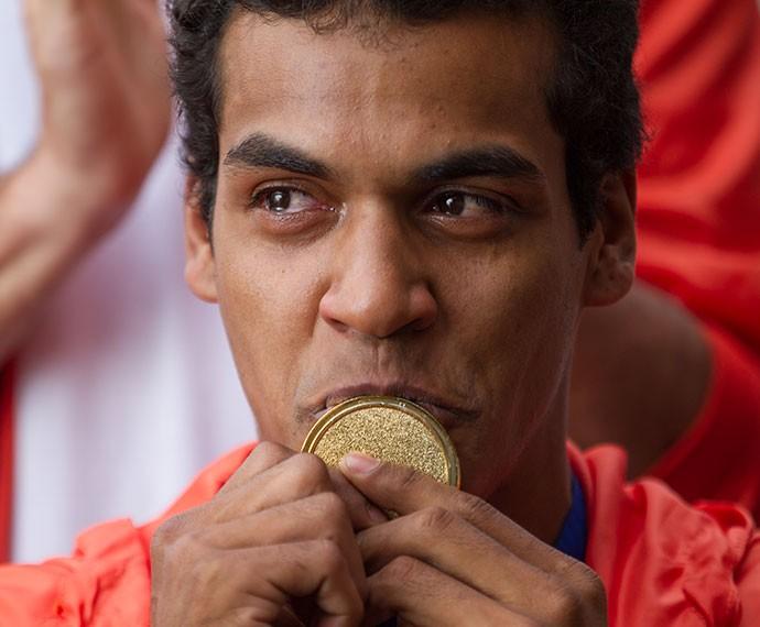 Ivan ganha sua primeira medalha de ouro (Foto: Fabiano Battaglin/Gshow)
