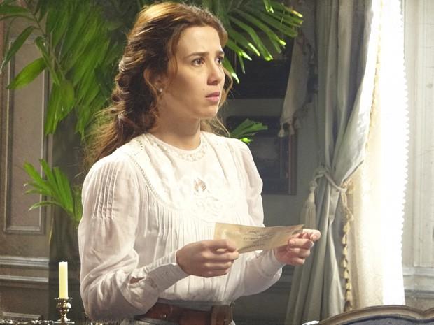 Laura em pânico ao imaginar Edgar sozinho com Catarina novamente (Foto: Lado a Lado/TV Globo)
