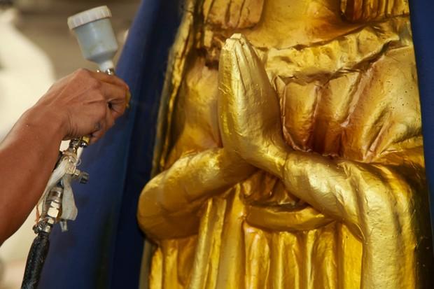 Detalhe de umas da esculturas de Nossa Senhora Apecida  (Foto: Marcos Ribas/EGO)