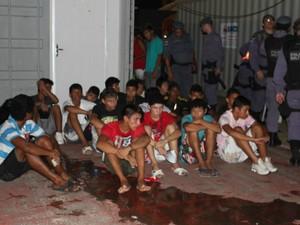 Polícia apreendeu 50 adolescentes e encaminhou 15 adultos à delegacia (Foto: Girlene Medeiros/ G1 AM)