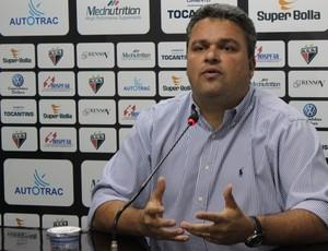 Adson Batista, diretor de futebol do Atlético-GO (Foto: Fernando Vasconcelos / Globoesporte.com)