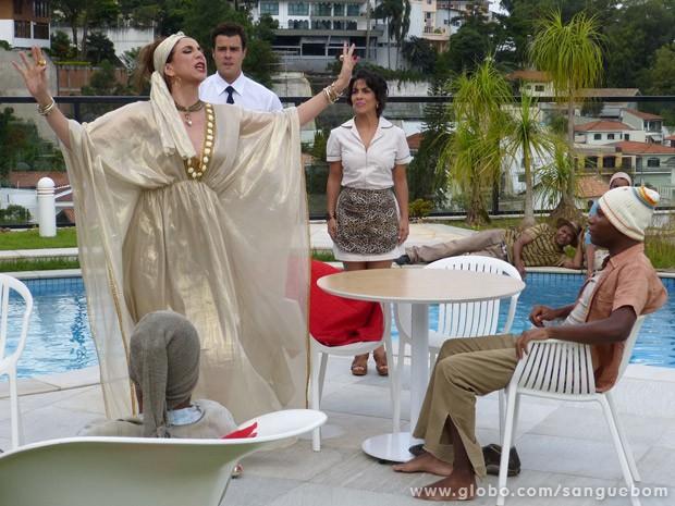 Damáris prega para fiéis da classe E (Foto: Sangue Bom/ TV Globo)