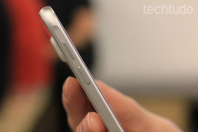 Bateria do Galaxy S6 pode se desgastar com o tempo (Foto: Fabricio Vitorino/TechTudo)