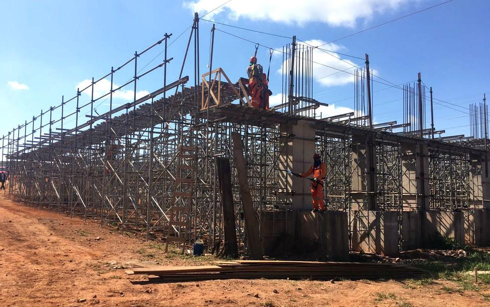 Obras da Ligação Torto-Colorado, em Brasília, devem ficam prontas em agosto de 2018 (Foto: Luiza Garonce/G1)