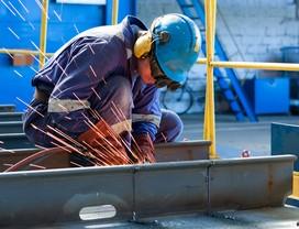 Pequenas indústrias ampliam demissões em abril