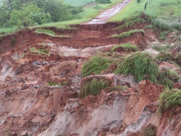 Córrego Galize após chuvas em Jateí MS (Foto: Valmir Tomaz de Matos/Prefeitura de Jateí)